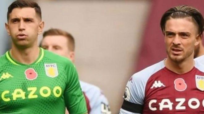 Martínez y Grealish, durante un partido con el Aston Villa.