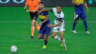 Edwin Cardona salvó a Boca de la derrota