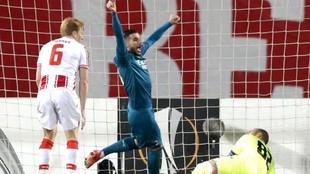 Theo Hernández celebra uno de los goles del Milan.