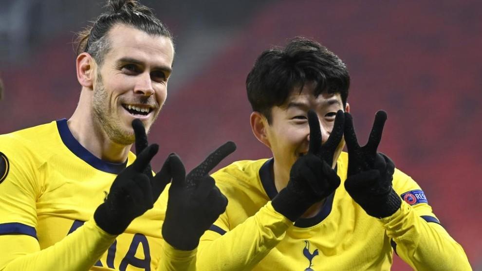 Bale y Son celebran uno de los goles.