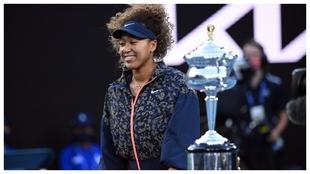 Osaka, con el trofeo de campeona del Australian Open