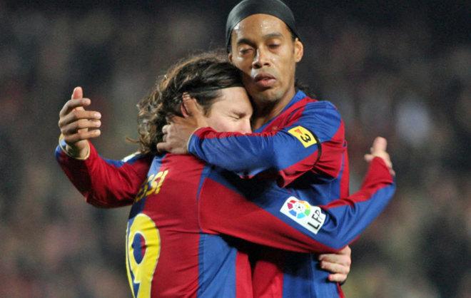Messi y Ronaldinho, durante un partido del Barca.