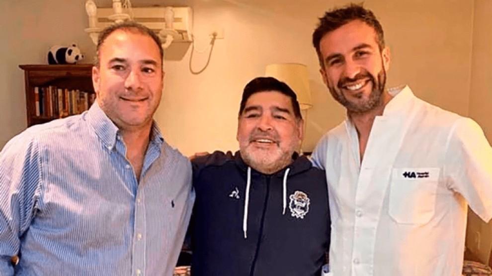 Maradona, junto a Luque.