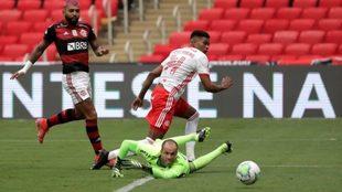 Gabigo ya cruzó el zurdazo para derrotar a Marcelo Lomba y hacer el...