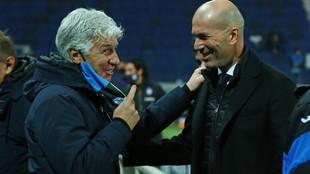 Gasperini saluda a Zidane antes del partido.
