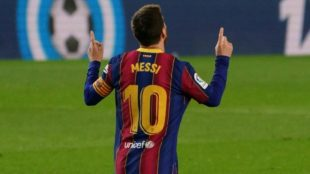 Leo Messi celebra uno de sus goles al Elche.