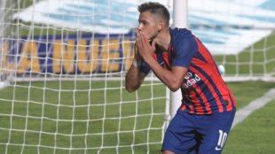 Ángel Romero celebra un gol.