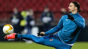 Ibrahimovic, en un calentamiento con el Milan.