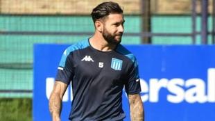 Eugenio Mena no estará ante River en la Supercopa Argentina