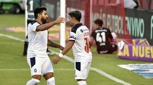 Silvio Romero celebra junto a Palacios. A primera hora, el Rojo...