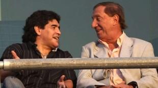 Carlos Bilardo junto a Diego Maradona