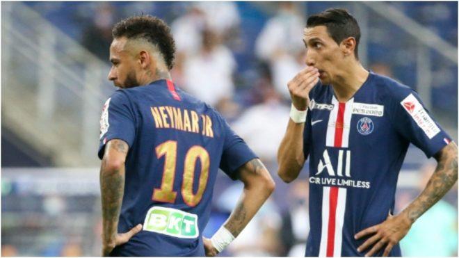 Neymar y Di María hablan durante un partido del PSG.
