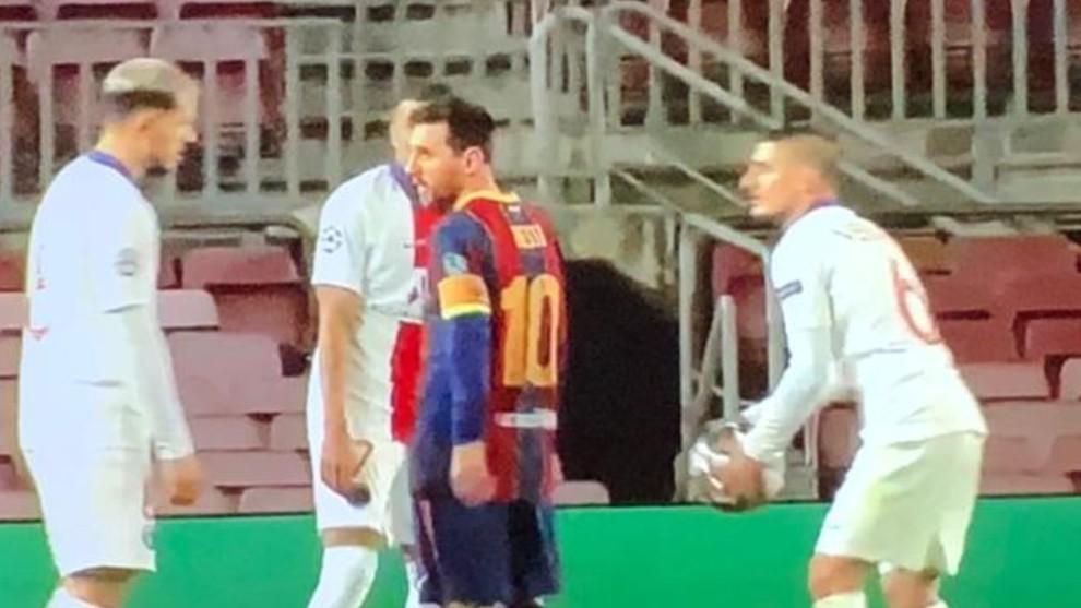 Leo le reclama a Paredes el juego fuerte.