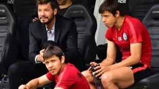 Marcelo Tinelli, junto a Ángel y Oscar Romero.