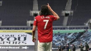 Edinson Cavani convirtió un gol ante Tottenham
