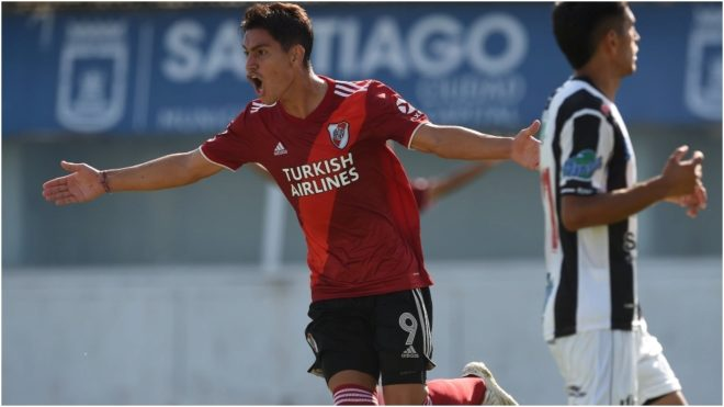 Londoño festeja uno de los dos goles que le hizo a Central Córdoba.