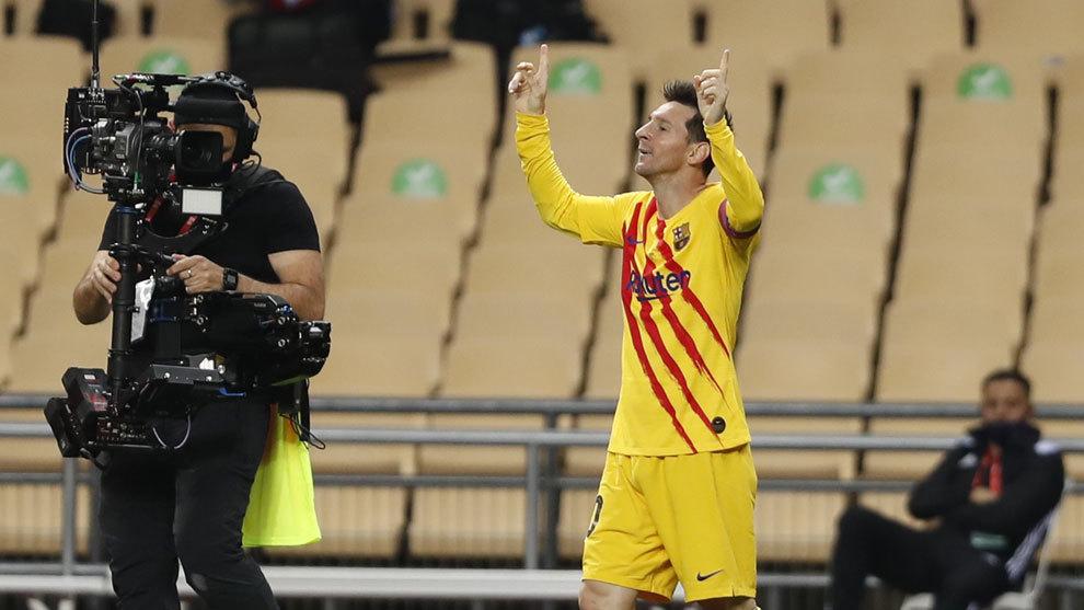Messi celebra uno de sus goles ante el Athletic /