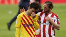 Muniain habla con Messi al final del partido