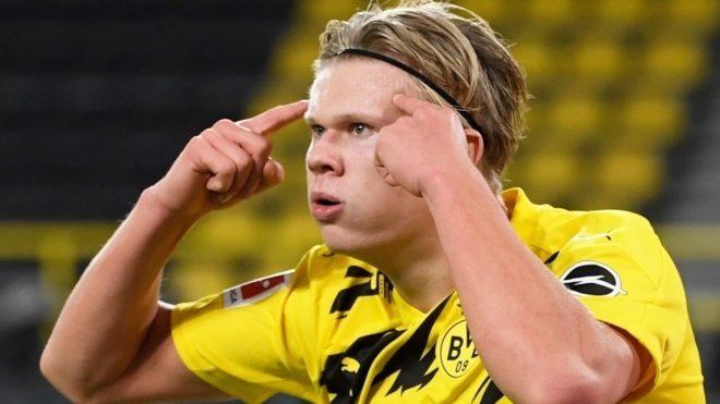 Haaland en un partido por el Borussia Dortmund.