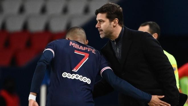 Mauricio Pochettino junto a Kylian Mbappé en PSG