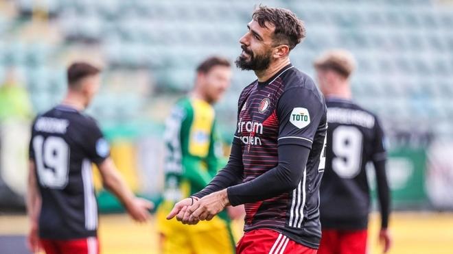 Lucas Pratto volvió a tener minutos de juego en Feyenoord