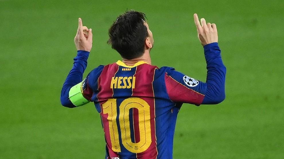 Leo celebrando un gol.