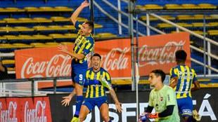 Rubén celebra el primer gol del partido.
