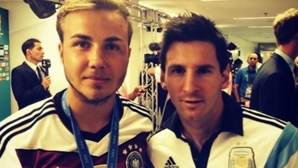 Gotze, junto a Messi tras la final de Brasil 2014.