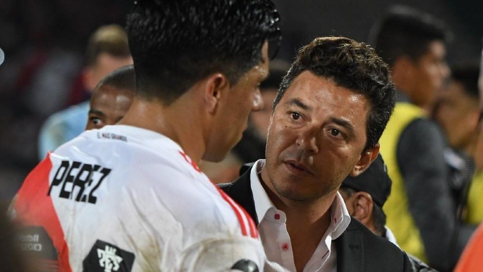 Gallardo, junto a Enzo Pérez.