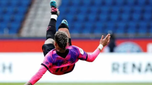 Neymar, en acción ante el PSG