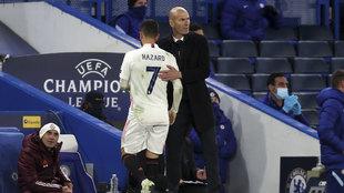 Zidane saluda a Hazard en Stamford Bridge