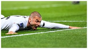 Burak Yilmaz festeja su segundo gol.