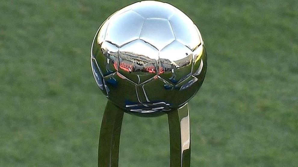 El trofeo de la Copa de la Liga.