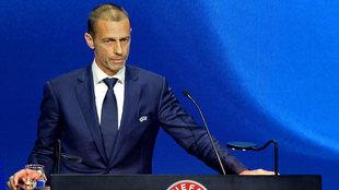 Ceferin, en un acto de la UEFA, con gesto serio