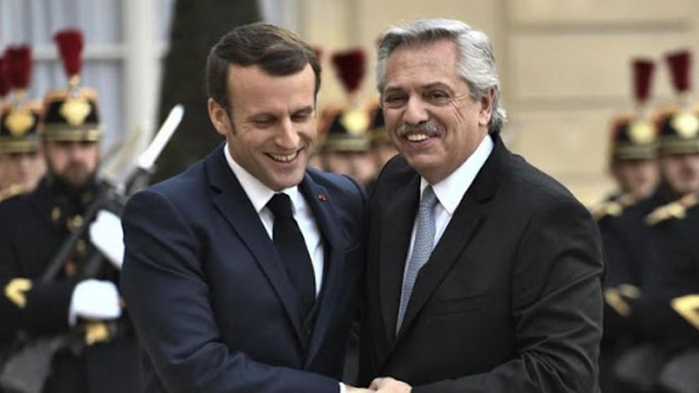Alberto Fernández junto a Macron, presidente de Francia.
