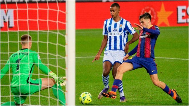 Isak remata ante Ter Stegen en un Barcelona-Real Sociedad.