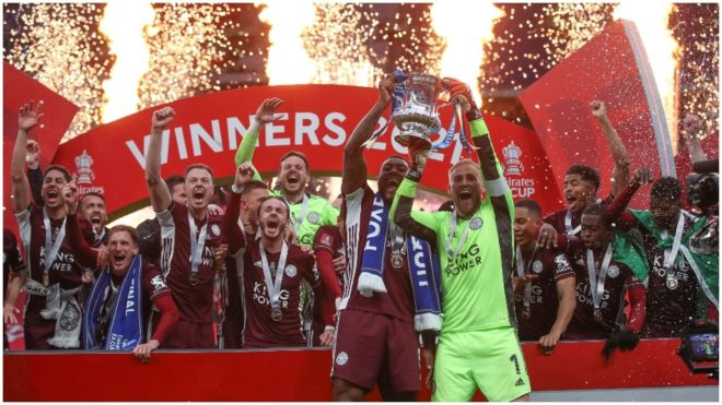 Los jugadores del Leicester festejan la obtención de la FA Cup.