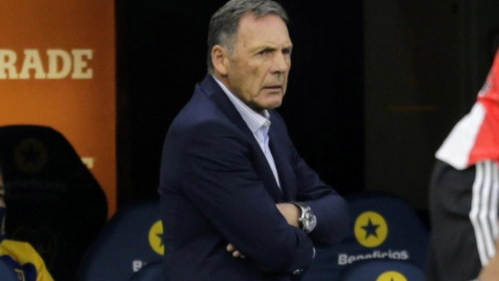 Russo, técnico de Boca, durante el partido.