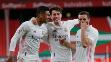 Los jugadores del Real Madrid celebran el triunfo en San Mamés