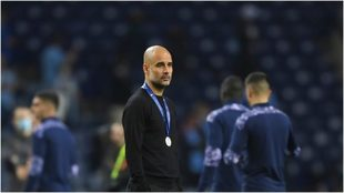 Guardiola, con la medalla del subcampeón, tras perder la final.