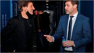Leonardo y Pochettino hablan durante una reunión.