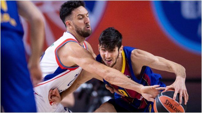 Bolmaro intenta penetrar ante la marca del serbio Micic.