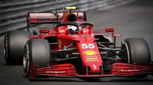 El piloto Carlos Sainz con su Ferrari