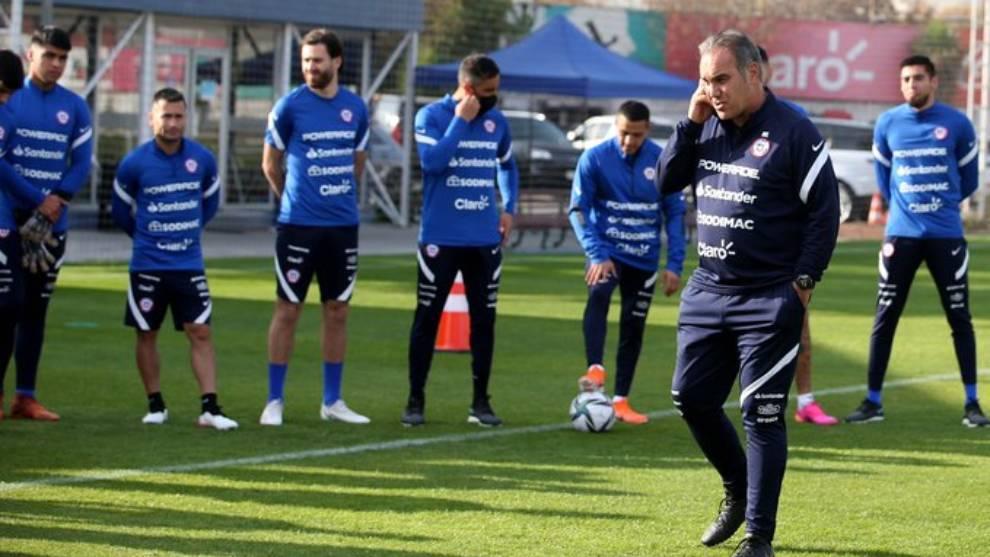 Martín Lasarte, en un entrenamiento con la selección de Chile.