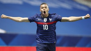 Mbappé celebra un gol con Francia.