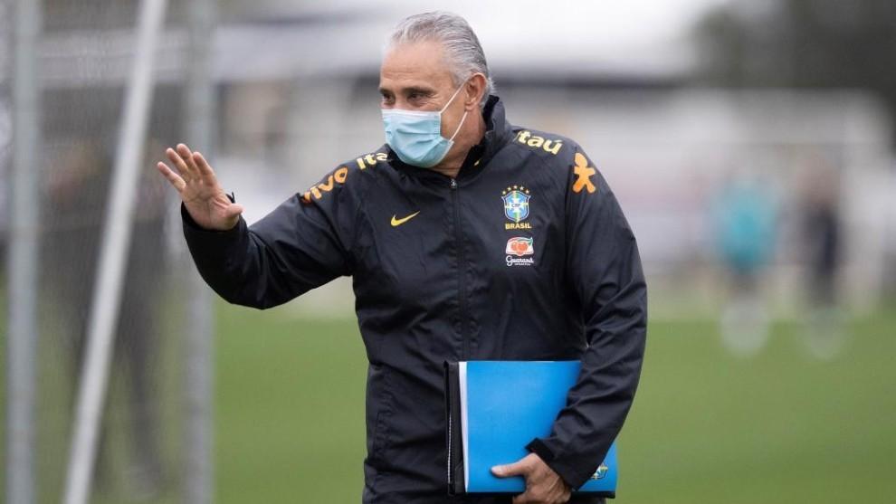 Tite durante un entrenamiento con Brasil.