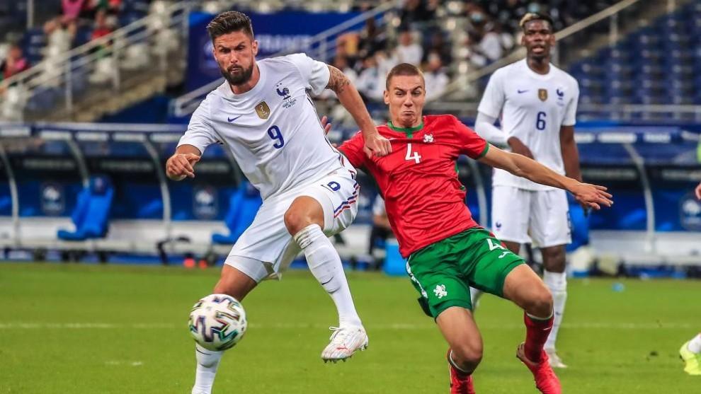 Giroud en el partido contra Bulgaria.