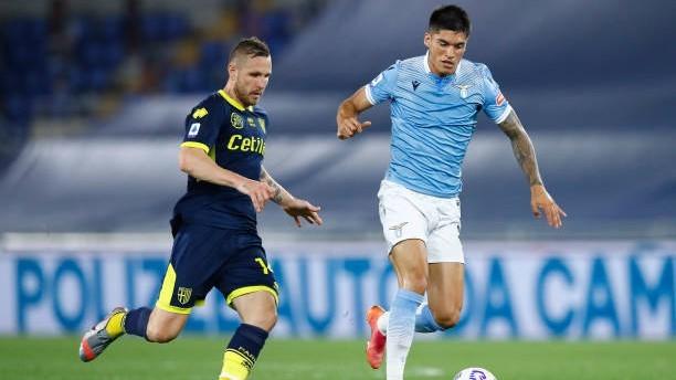 Joaquín Correa (26) conduce el balón en un partido con la Lazio