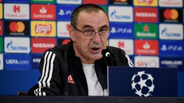 Maurizio Sarri (62) durante una rueda de prensa.