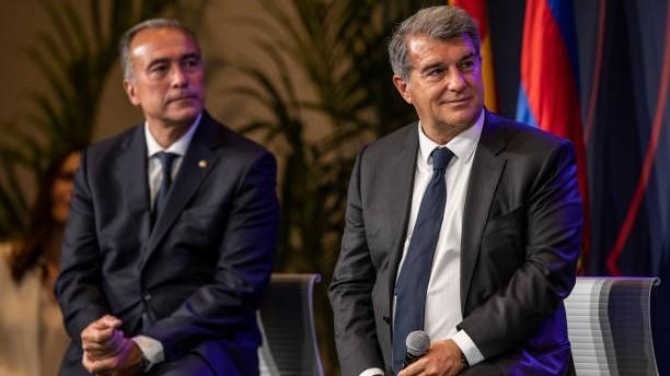El vicepresidente deportivo del FC Barcelona, Rafa Yuste (59), junto a...